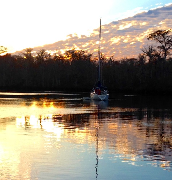 anchored-waccamaw-river-icw
